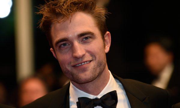 """Robert Pattinson reassiste a """"Lua Nova"""" e conclui: """"É lindo agora que a mania não é tão intensa"""""""