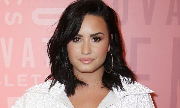 Demi Lovato mostra tatuagem nova após comemorar seis meses de sobriedade; vem ver!
