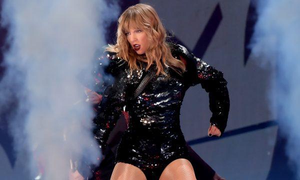 Taylor Swift se posiciona politicamente e causa controvérsia