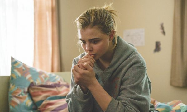 Chloë Grace Moretz luta contra a reversão sexual no trailer do vencedor de Sundance, 'Miseducation of Cameron Post'