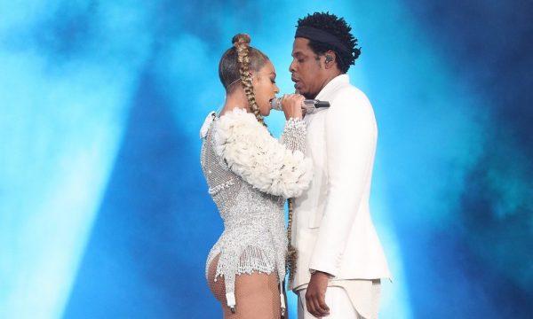 Vídeo: Beyoncé brinca com invasão de palco na 'On The Run II' em saída hilária! Vem ver!