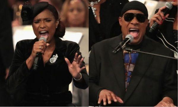 Jennifer Hudson e Stevie Wonder fazem homenagem a Aretha Franklin em funeral; assista!