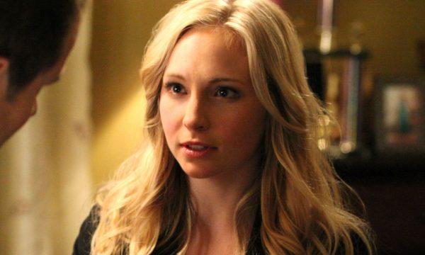 """""""Legacies"""": Criadora conta como ausência de Caroline será explicada no novo spin-off de """"TVD"""""""