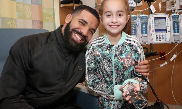 Drake faz visita surpresa a fã que aguarda transplante de coração; garotinha viralizou com 'In My Feelings'!