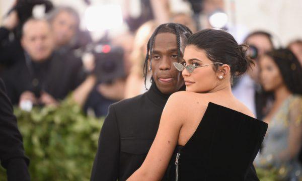 Travis Scott se veste para Game of Thrones e Kylie Jenner deixa comentário cheio de segundas intenções: 'Oh, Lord Webster!'