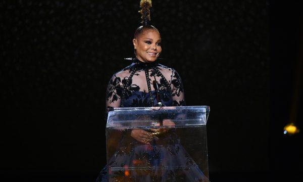 Janet Jackson se abre sobre corpo e inseguranças e manda recado inspirador para novos artistas