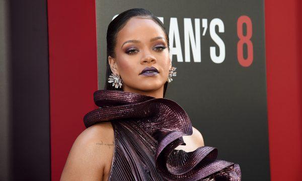 Um anjo! Rihanna manda mensagem inspiradora a fã que luta contra câncer: 'Rezando por você'