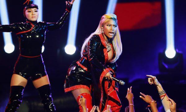 Nicki Minaj surpreende com exigências na hora H e fala sobre treta com Travis Scott: 'Queria socar a cara dele!'