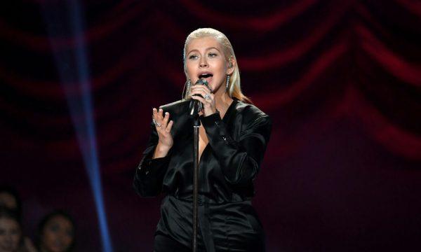 Christina Aguilera homenageia Aretha Franklin cantando 'Ain't No Way'; assista!