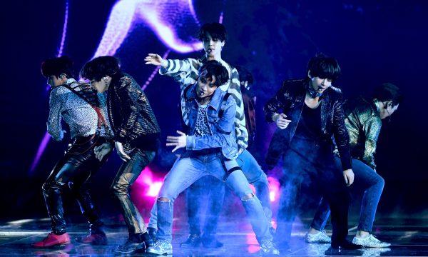 BTS lança primeira música em inglês em parceria com Steve Aoki; Ouça 'Waste It On Me'