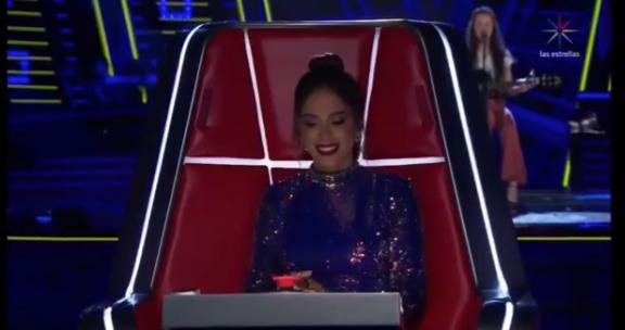 """""""The Voice México"""": Anitta vira rápido para brasileira e versão linda de 'Paradinha', e revela já ter sido seduzida por Maluma"""