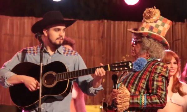 Exclusivo: Luan Santana canta clássico de Belchior em cena do filme do Chacrinha; vem ver