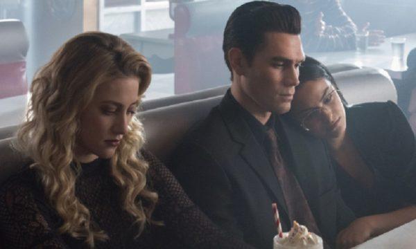 'Riverdale': Divulgadas primeiras imagens do elenco no episódio flashback da 3ª temporada
