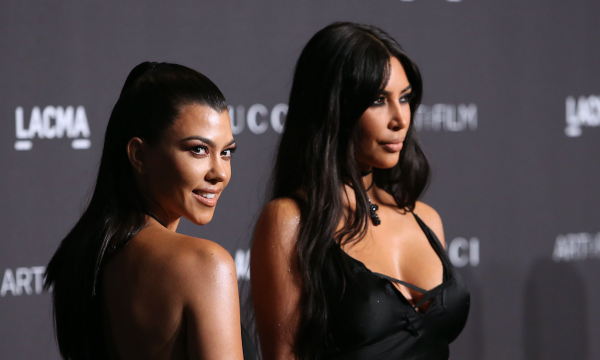 Kim e Kourtney Kardashian são obrigadas a deixar suas casas após incêndio se alastrar pela região