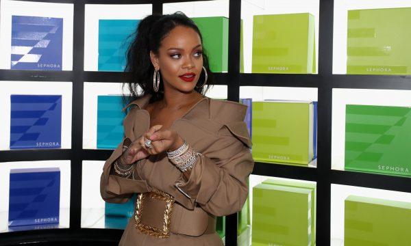 Profissional de beleza revela truque hilário de Rihanna para testar estilos de sobrancelhas