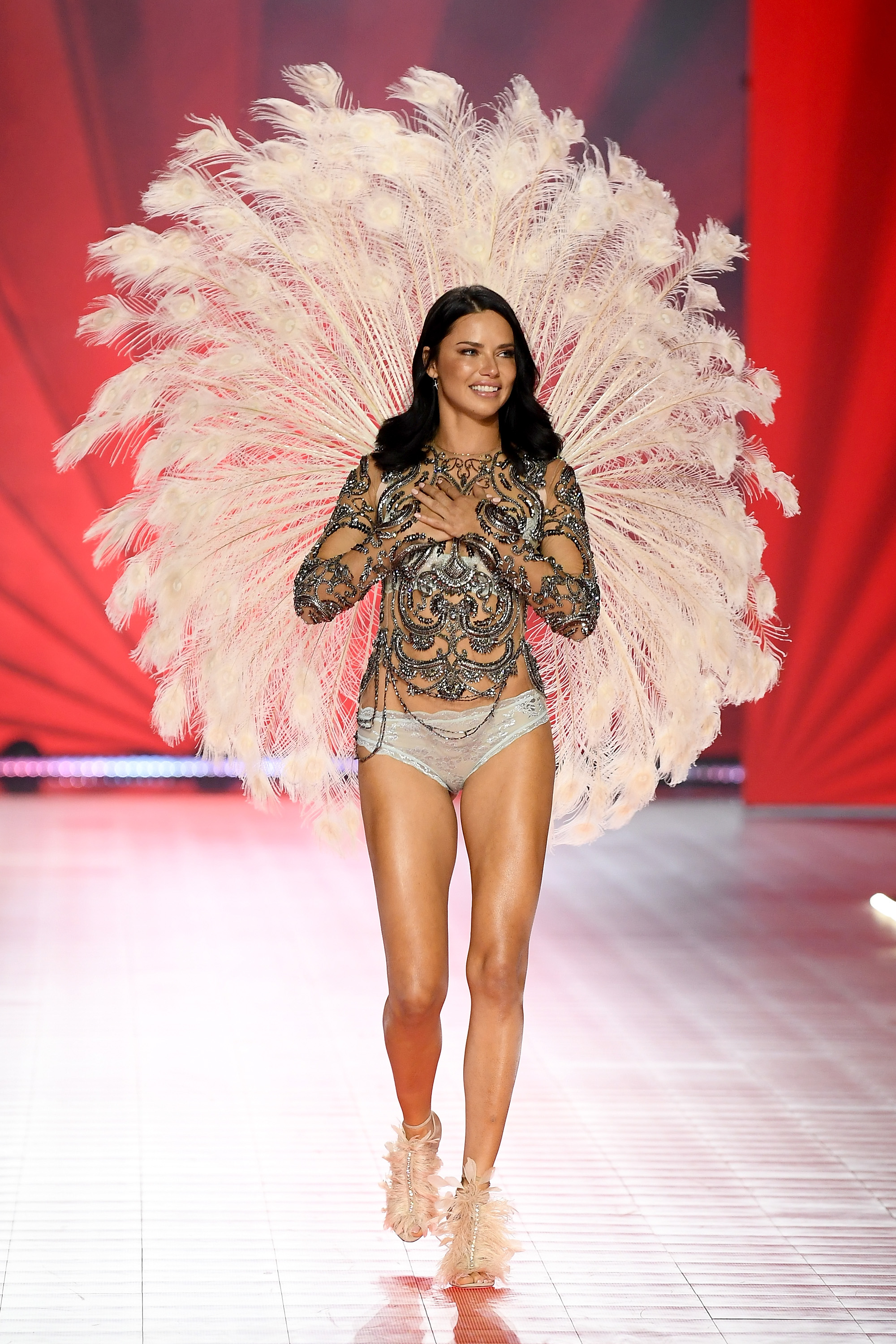 2018-victorias-secret-fashion-show-in-new-york-runway-3