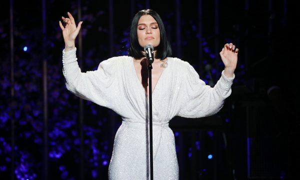 Jessie J emociona fãs ao revelar que não pode ter filhos de forma natural; veja vídeo