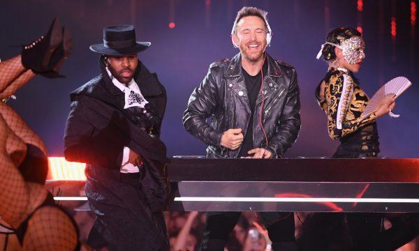 """'MTV EMA 2018': David Guetta, Nicki Minaj e Jason Derulo fazem apresentação impactante de """"Goodbye""""; assista!"""