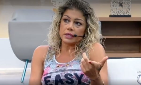 A Fazenda 10: Após expulsão, Catia Paganote critica produção do reality ao vivo na TV e reclama de postura de Evandro Santo