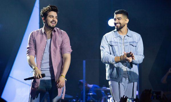 AMEI! Dilsinho e Luan Santana lançam clipe da ótima parceria 'Santo Forte'; vem assistir!