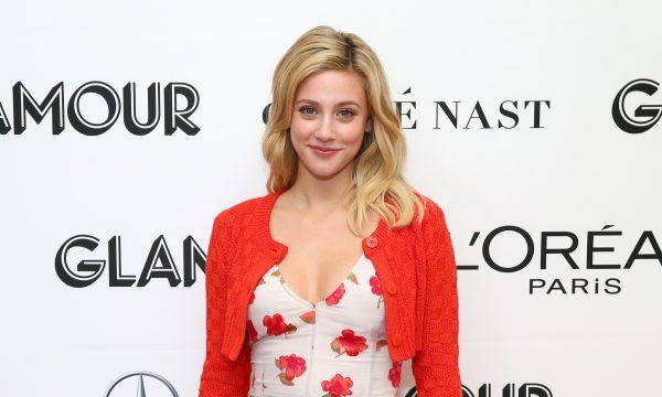 """Após briga do elenco de """"Riverdale"""" com youtuber, Lili Reinhart anuncia que vai dar um tempo do Twitter"""