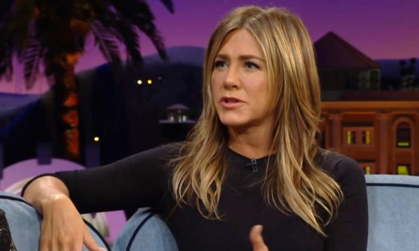 """Jennifer Aniston comenta acordo milionário da Netflix para manter """"Friends"""" e revela quem do elenco é contra retorno da série"""