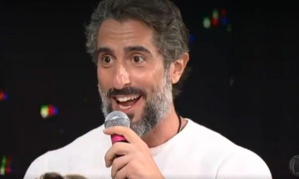 Mais pedra! Presente de Marcos Mion vira alvo de comentários nas redes e apresentador se 'defende': 'Vale meu rim!'