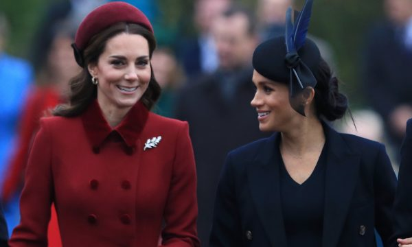 Em meio a boatos de briga, vídeo mostra gesto fofo de Meghan Markle com Kate Middleton em evento; assista