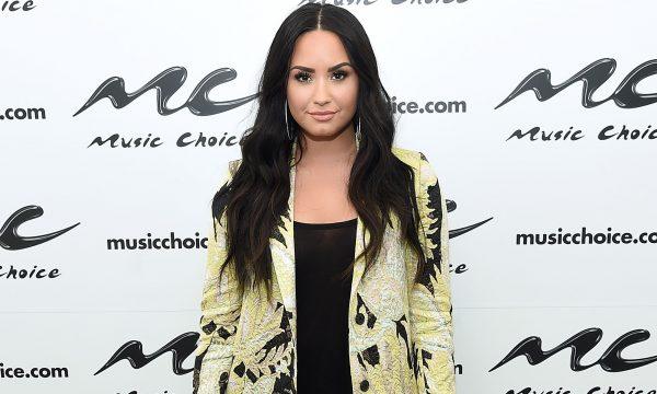 """Demi Lovato reflete sobre data marcante em sua jornada de recuperação e manda recado importante aos fãs: """"Precisava cometer estes erros"""""""