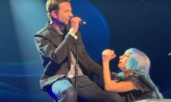 """Lady Gaga e Bradley Cooper fazem primeira e LINDA performance ao vivo de """"Shallow"""" em show; assista!"""