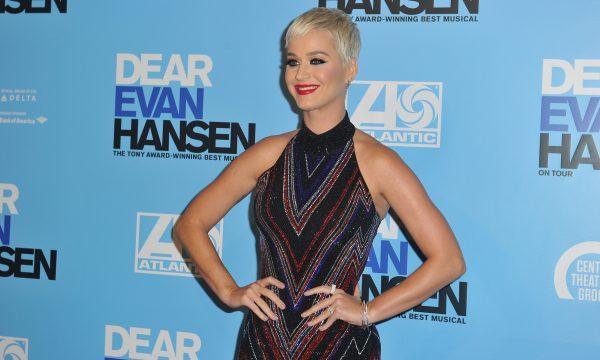 Katy Perry foi suspensa da escola por simular sexo com 'Tom Cruise' em árvore; documento revela outras 'travessuras' da diva