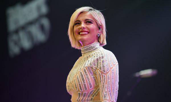 Após desabafo, Bebe Rexha recebe várias propostas de estilistas para vesti-la para o Grammy