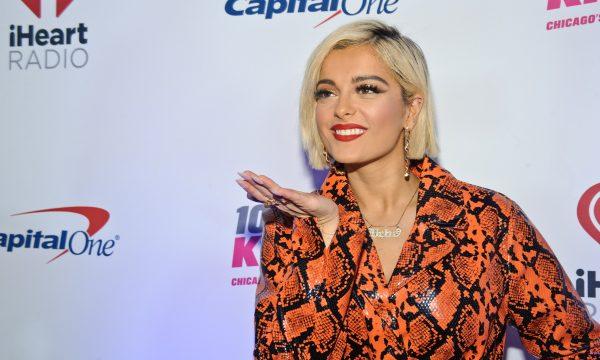 Vídeo: Bebe Rexha se revolta com estilistas que não querem vesti-la para o Grammy por conta de seu corpo