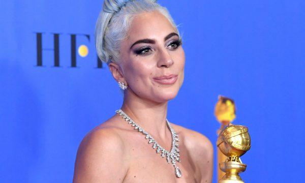 """Homenagem! Vestido de Lady Gaga no """"Globo de Ouro"""" tinha significado especial, aponta internautas"""
