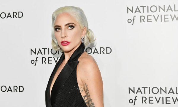 Lady Gaga revela razão (inspiradora) de não comparecer em nenhuma after party do Globo de Ouro após vitória