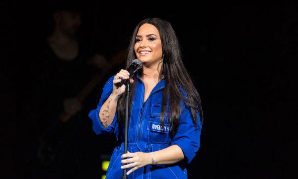 Demi Lovato comemora seis meses de sobriedade e recebe gesto lindo de equipe; Veja!