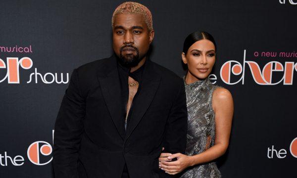 """Kim Kardashian revela como polêmicas políticas de Kanye West afetaram seu casamento: """"Eu estava fazendo disso um problema"""""""