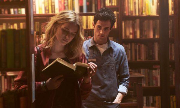 """[Alerta Spoilers] """"Você"""": Site lista diferenças entre livro original e série da Netflix; saiba detalhes"""