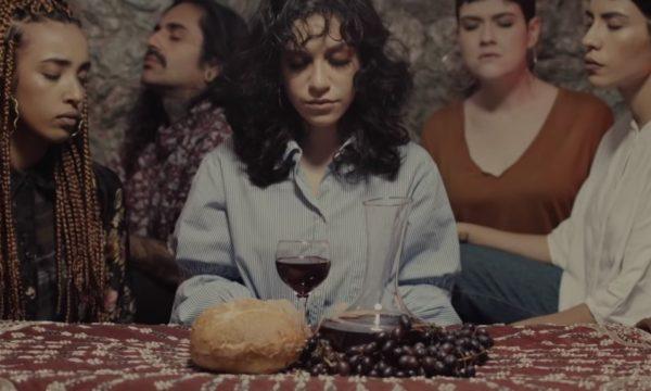 """De arrepiar! Priscilla Alcântara emociona com clipe lindo e cheio de referências de """"Empatia""""; Vem ver!"""