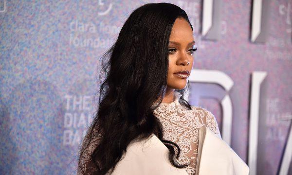 Em avião, Rihanna manda shade e mostra desinteresse com o Super Bowl; vem ver