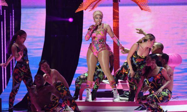 Nicki Minaj estreia nova turnê com show repleto de figurinos e performances de seus maiores hits; vem assistir!