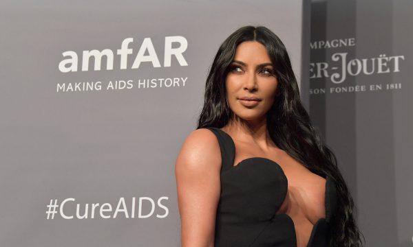 KUWTK: Kim Kardashian surpreende a família com anúncio do quarto filho em prévia da nova temporada; veja a reação!