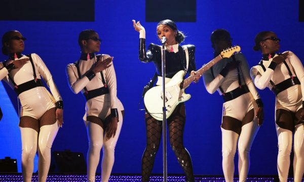 "Grammy 2019: Janelle Monáe faz performance poderosa de medley do álbum ""Dirty Computer""; vem ver!"