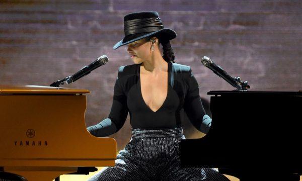 Grammy 2019: Alicia Keys dá show em dois pianos com medley cheio de hits; vem ver!