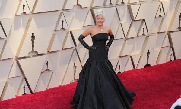 Vestido que Lady Gaga usou no Oscar está disponível para compra (mas não é todo mundo que pode pagar!); confira!