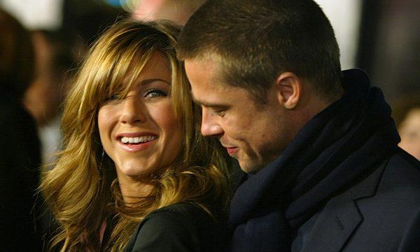 Brad Pitt mandou presente para Jennifer Aniston antes de comparecer a aniversário da ex: 'Ela parecia muito animada'