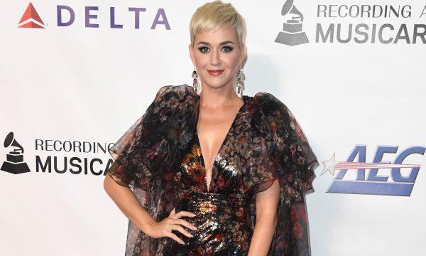 """Katy Perry retira linha de sapatos acusada de reproduzir 'blackface' e pede desculpas: """"Nossa intenção nunca foi infligir qualquer dor"""""""