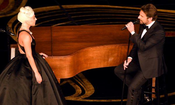 """Oscar 2019: Emocionante! Lady Gaga e Bradley Cooper fazem performance PERFEITA de """"Shallow""""; vem assistir!"""
