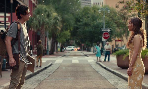 """Exclusivo: Cole Sprouse e Haley Lu Richardson emocionam no segundo trailer (legendado!) de """"A Cinco Passos de Você""""; vem ver!"""