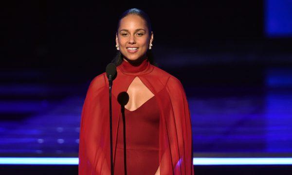 """Alicia Keys surpreende fãs com lançamento do novo single """"Raise a Man""""; vem ouvir!"""